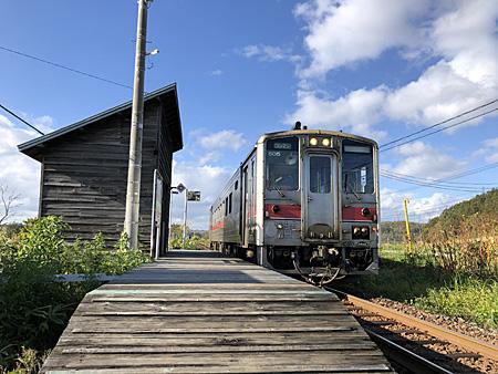 無人駅と列車