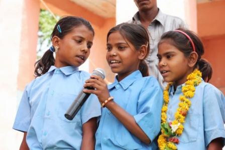 歌う女の子たち