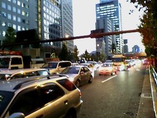 渋滞も12月ならば一味違って目に映る。