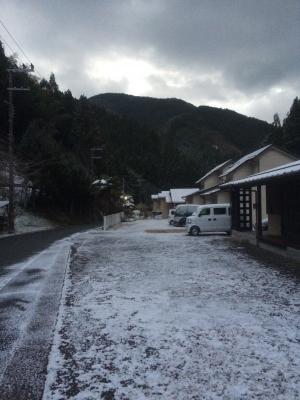 12月頭に雪とか、ありえんw