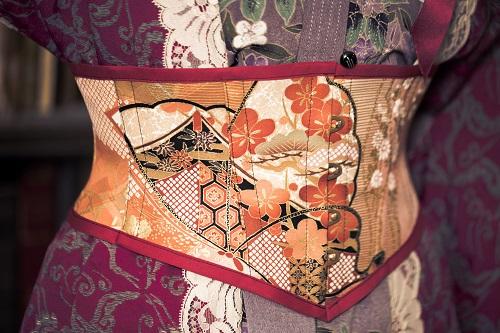 Shiki 揚羽蝶の着物コルセット.jpg