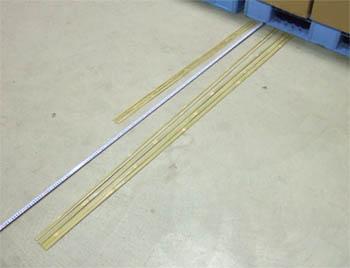 竹に印を付けてカット