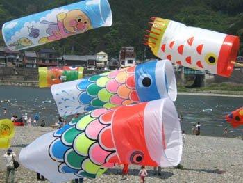 鯉のぼり凧アップ
