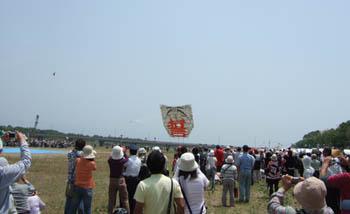 大凧「非戦の誓い」テイクオフ
