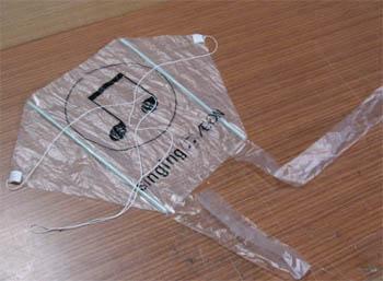 レジ袋で作るグニャグニャ凧