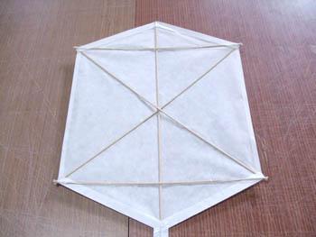筋交い入りの六角凧