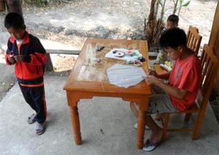 タイでの凧作り