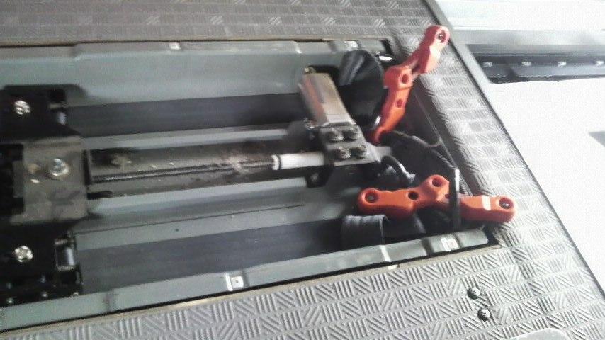 車輌内部の車いす固定装置