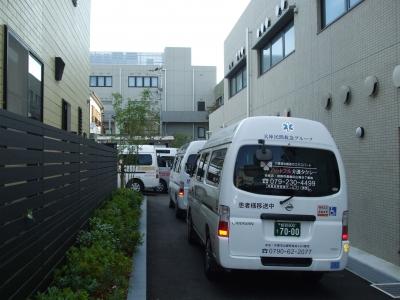 新病院へ集結した搬送車(最後尾)