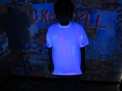 ブラックライト 対応 Tシャツ ブラックライト 照射