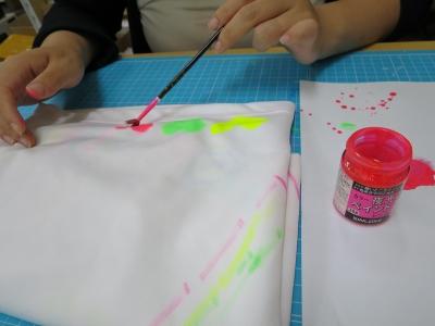 衣類 水性 油性 塗料 布に 塗る 検証 準備 蓄光油性塗料