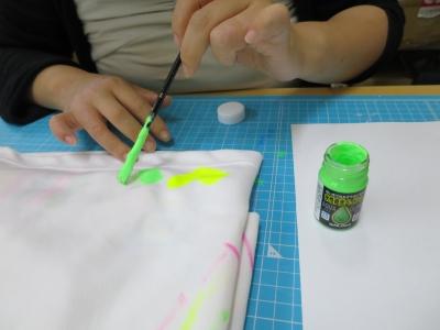 衣類 水性 油性 塗料 布に 塗る 検証 準備 水性蓄光塗料