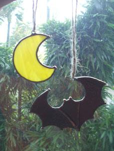 月とコウモリ