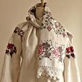 L0038 1910年代ウクライナ製アンティーク小鳥&木の実刺繍ホームスパンリネン
