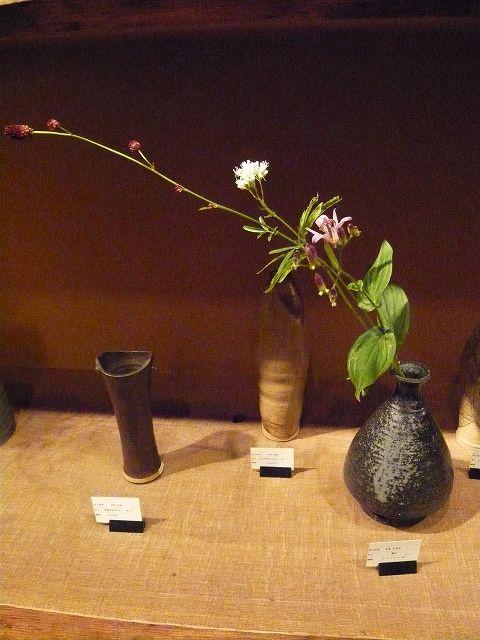 茶花と花入れ展(工芸ギャラリー邁)