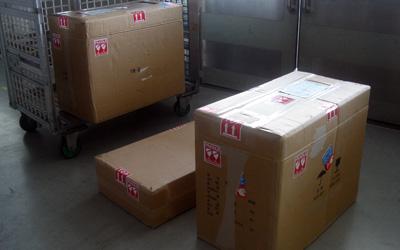 シンガポールに送られる軽井沢彫りのドレッサー