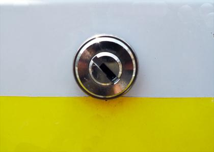墨田区東墨田で、駐車場の鍵なし鍵製作