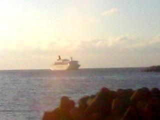 温泉津港に停泊する「にっぽん丸」 その2