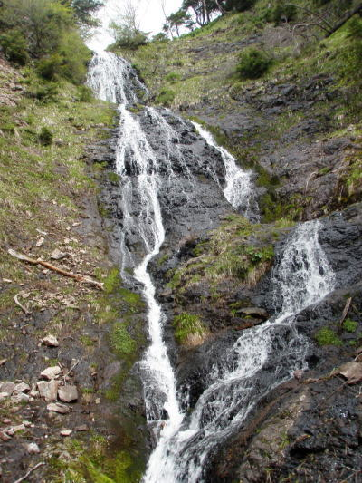 2段40mのナメ滝
