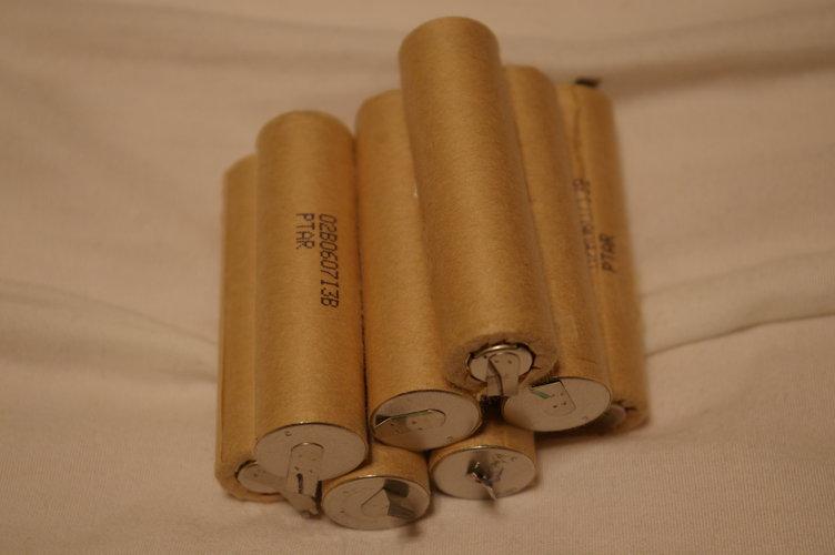 ノートPCバッテリー