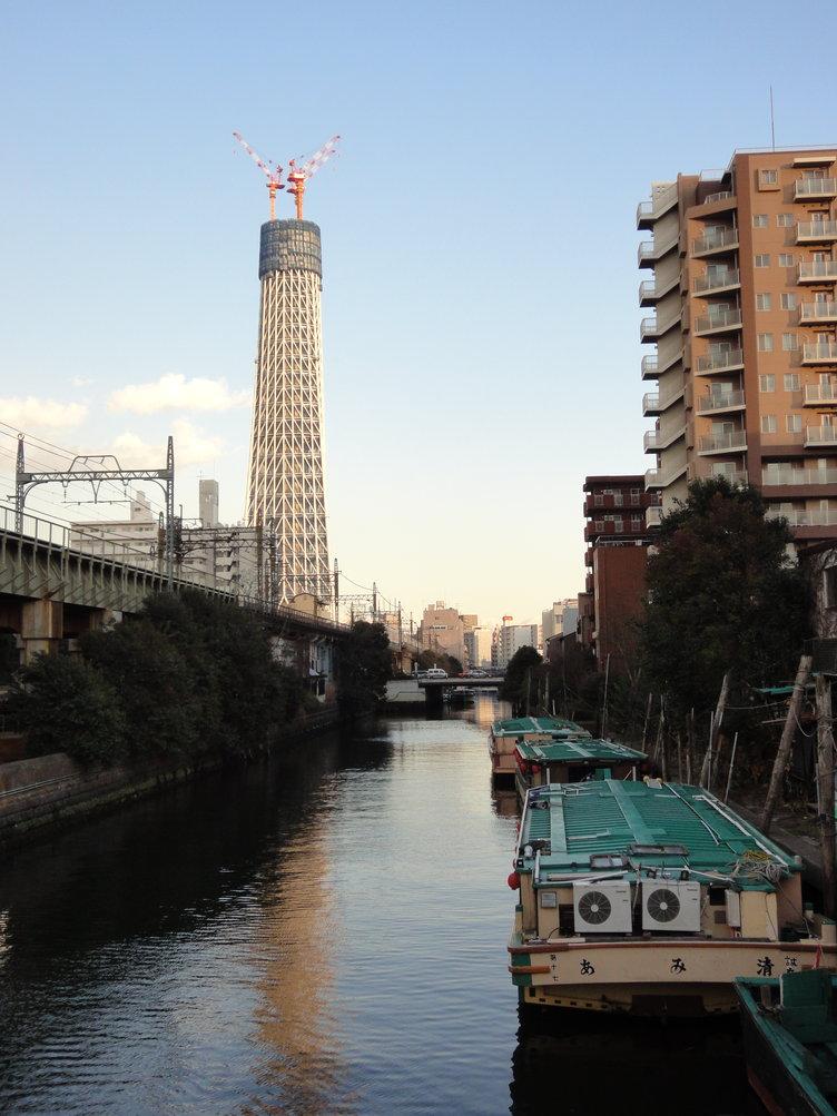 屋形船と東京スカイツリー