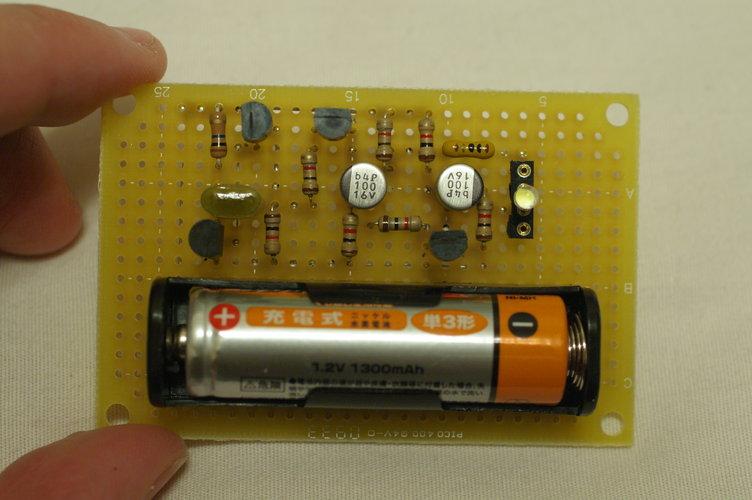 電池一本で白色LED点滅