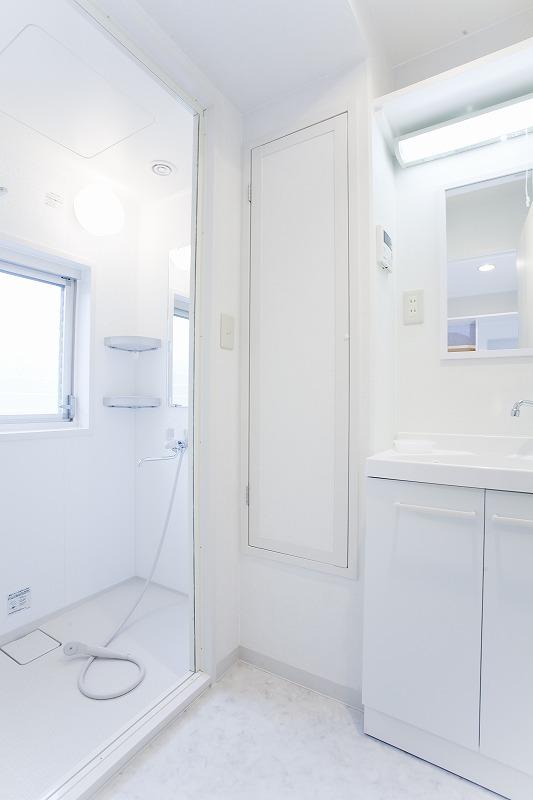 shower room シャワー室 脱衣所 洗面所1