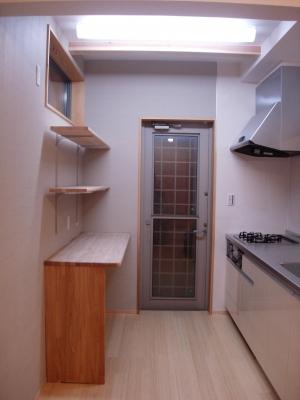 キッチンの棚は大工工事です。