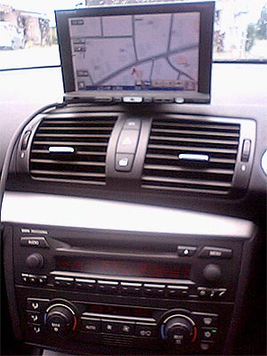 BMW1シリーズ、パナソニックのオンダッシュナビを取り付け