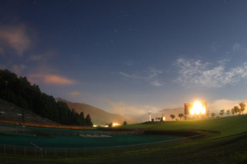 白馬ジャンプ競技場と昇るカシオペア