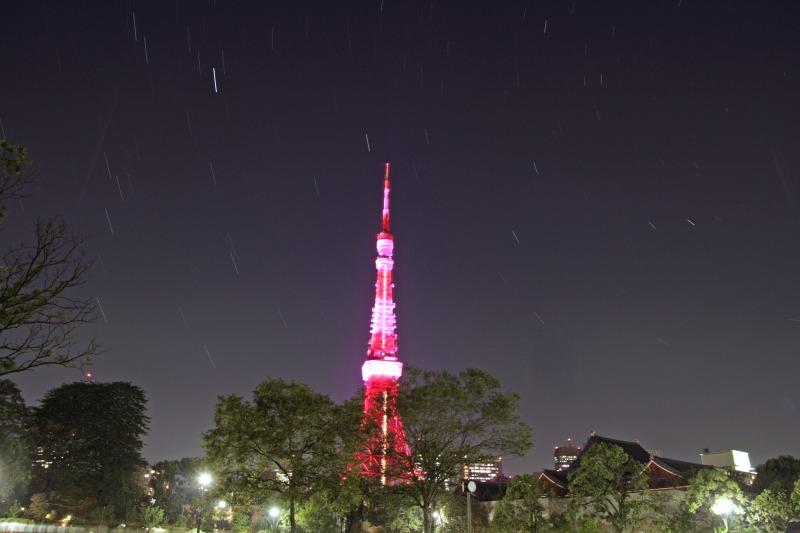 ピンクの東京タワーと星空