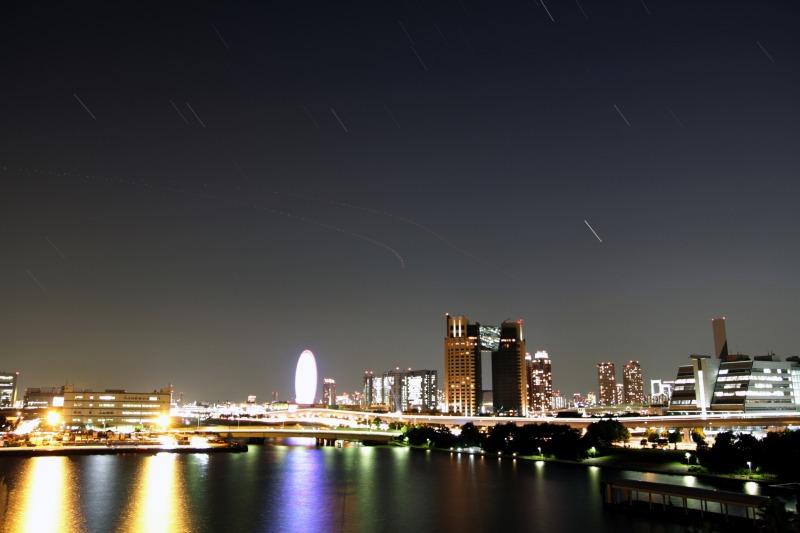 東京ビックサイトから見たお台場の夜景と星空