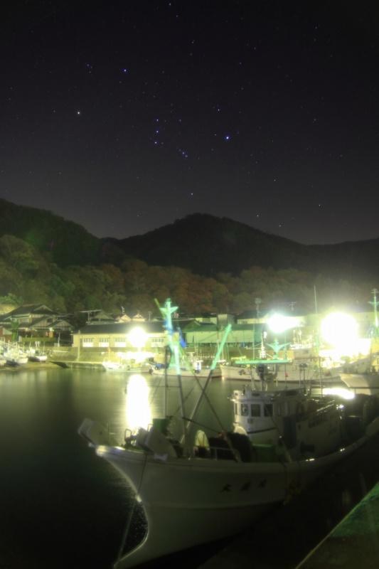 越前漁港と昇るオリオン座