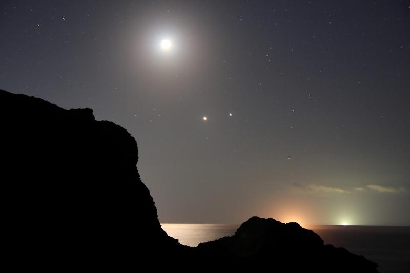 越前海岸と月・金星・木星.