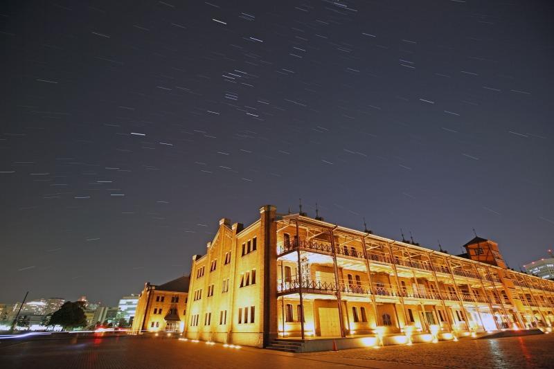 赤レンガ倉庫とオリオン座
