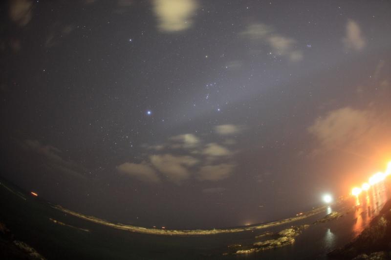 野島崎灯台と冬の星座