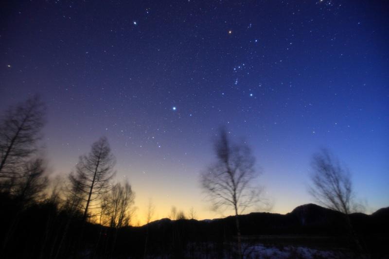 薄明と冬の星座