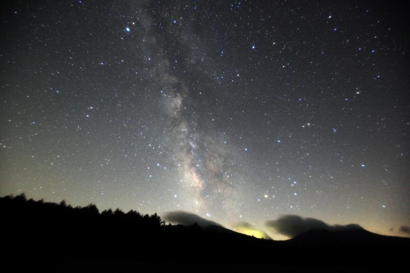 浅間山から昇る天の川と夏の星座たち