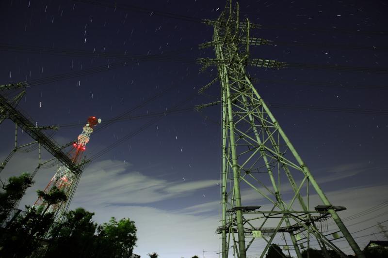 変電所、鉄塔と北斗七星