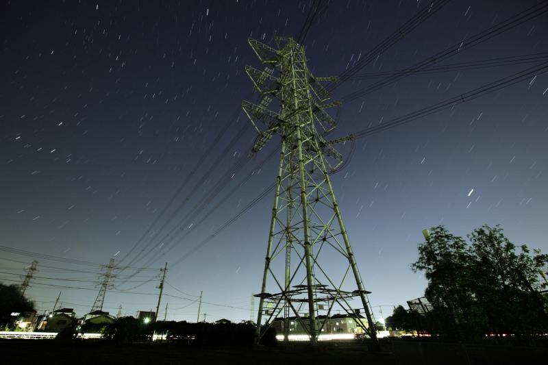 鉄塔と昇る秋の星座