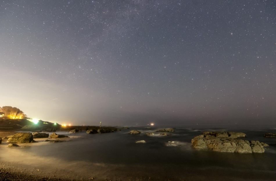 大洗海岸と昇るカシオペア座