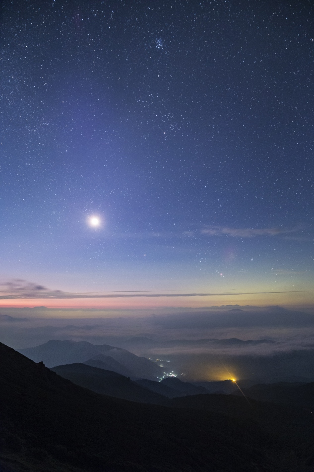 朝焼けと昇る月・オリオン座