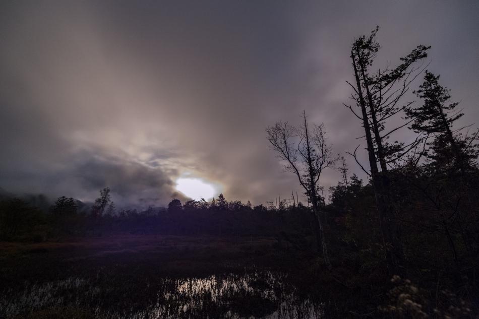 どじょう池と沈む月