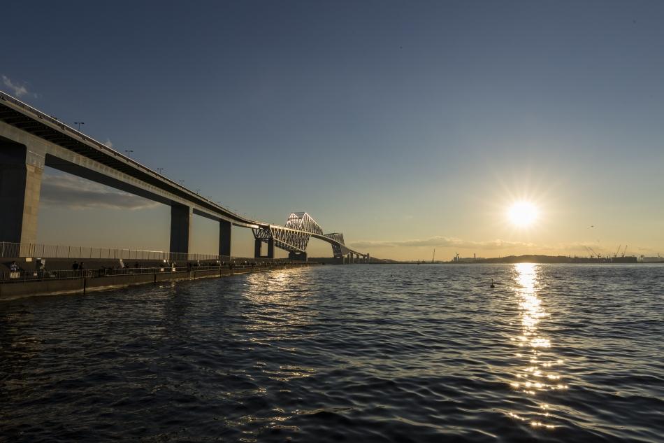 東京ゲートブリッジと夕陽