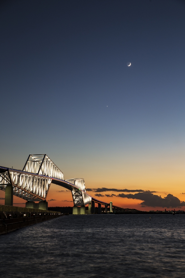 東京ゲートブリッジと月、金星、土星