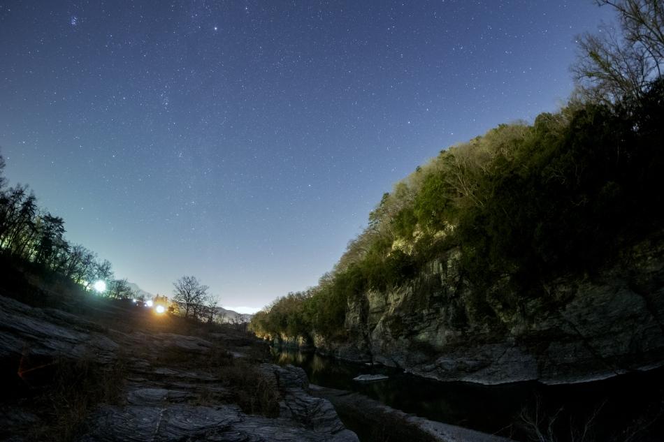 長瀞の岩畳と北天の星空