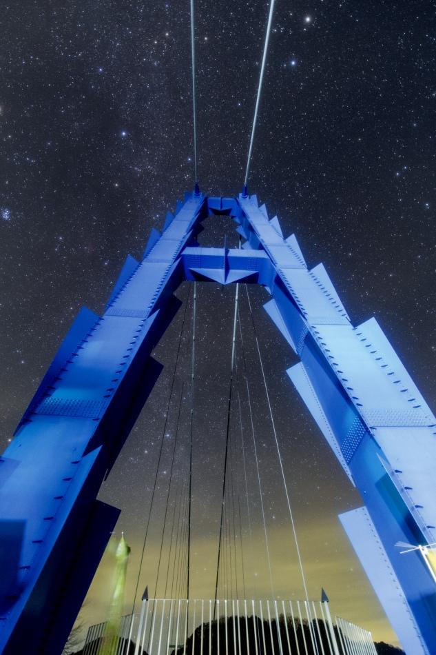 竜神大吊橋の主塔とカシオペア座