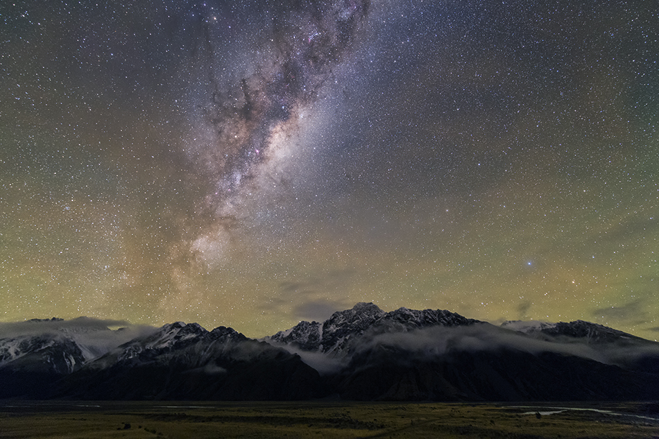 ニュージーランドの雪山と天の川