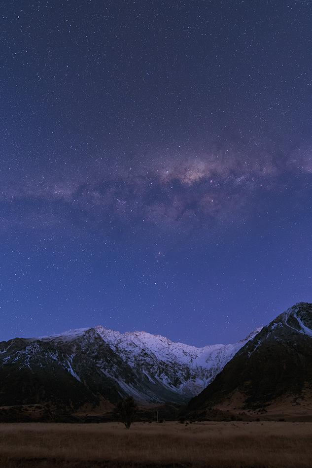 ニュージーランド夜明けの雪山と消えゆく銀河