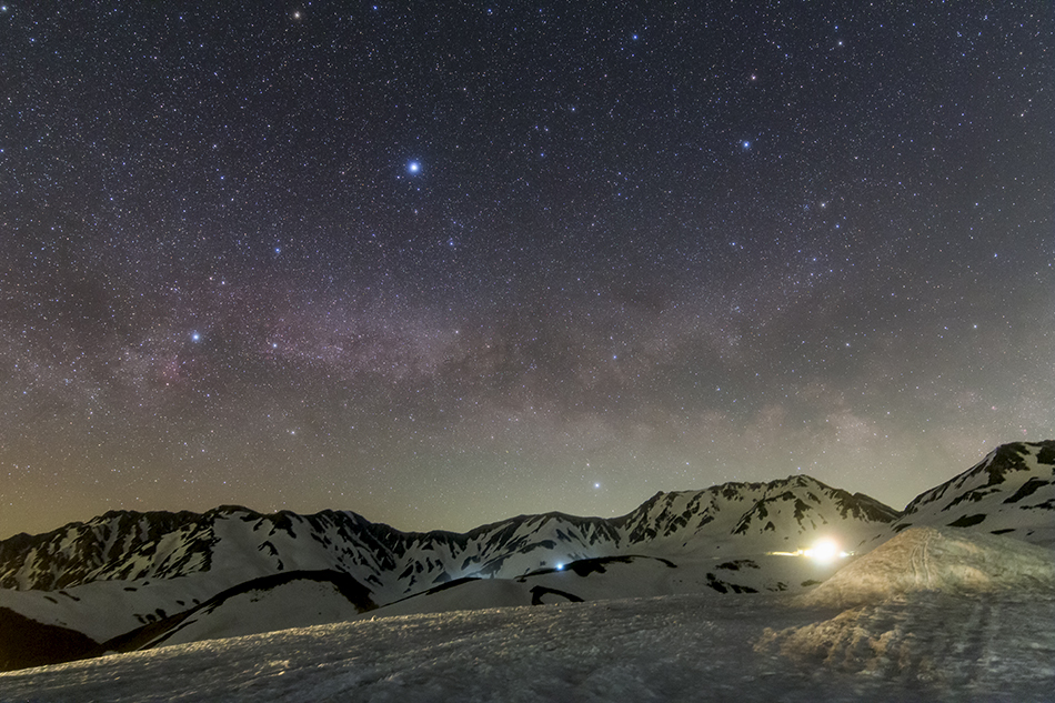 雪山と昇る夏の大三角